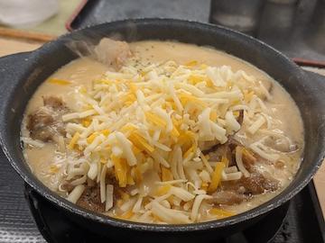 シュクメルリ鍋定食(チーズ投入)