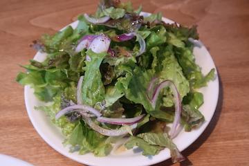 燻製パンチェッタと黒胡椒のカルボナーラ(サラダ)